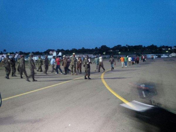 Des combattants du M23 arrivant à l'aéroport d'Entebbe, 16/12/2014